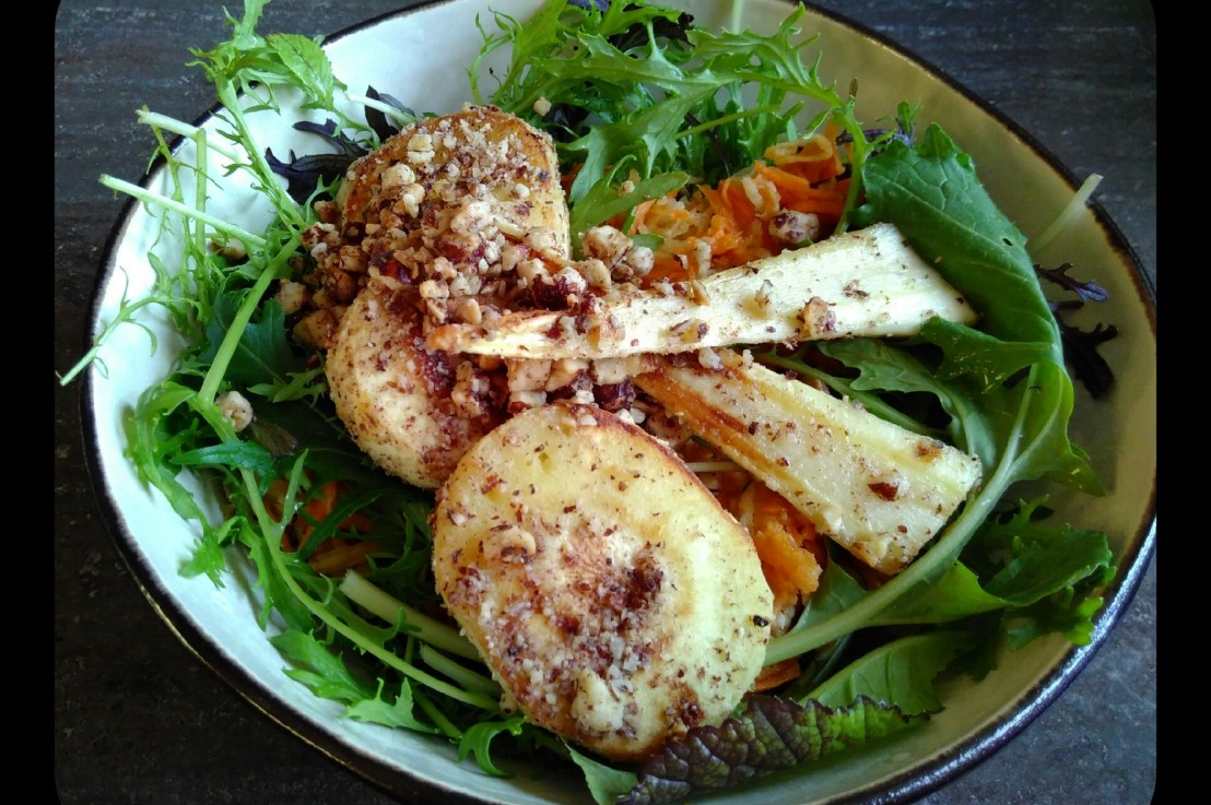 Salat mit gebratenenPASTINAKEN