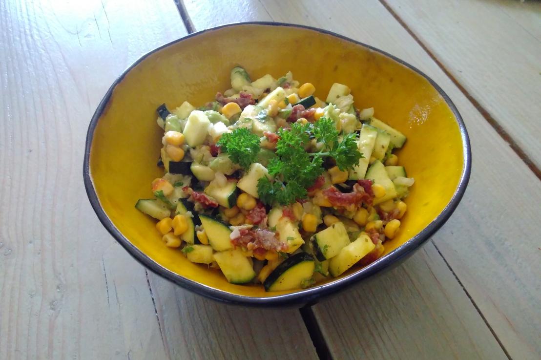 ++ Zucchini Avocado Salat++