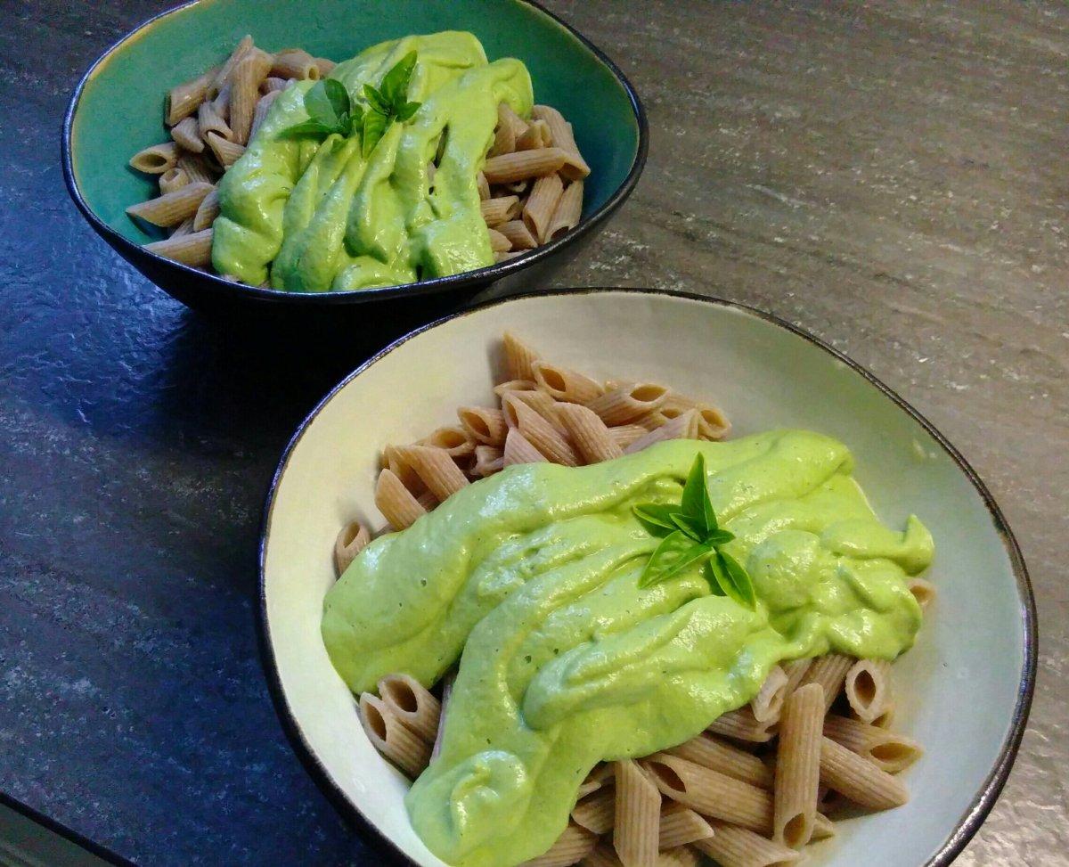 Pasta in cremiger Zucchini Sauce (vegan)